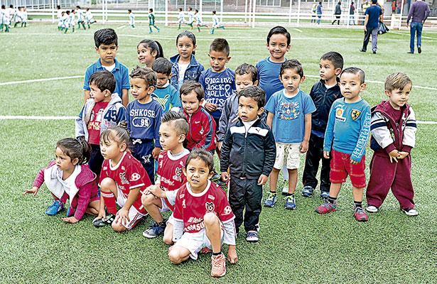 Gallos Negros arrasa con Prensa Junior