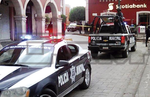Asesinan a mujer en el centro de Fresnillo; hay dos heridos