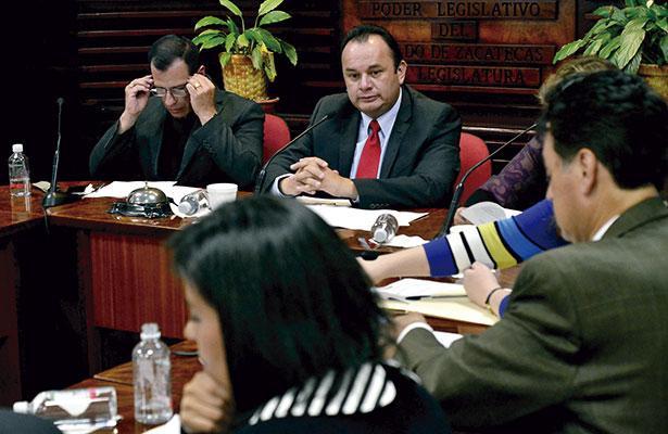 Legisladores homenajean a Santos Antonio