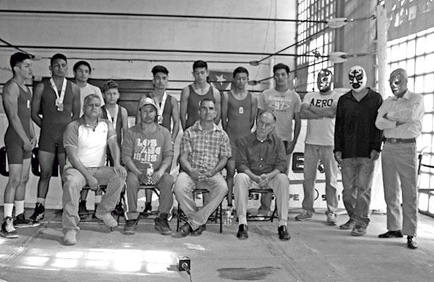 Abren la escuela de lucha en la capital