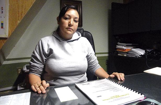Contralora trabaja sola en su departamento