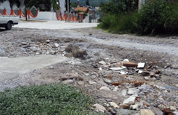 Arroyos en la calle a causa de la lluvia