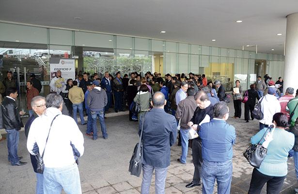 Sindicalizados toman oficinas de Sinfra