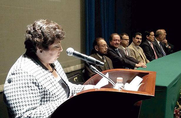 Directora de Trabajo Social rinde informe