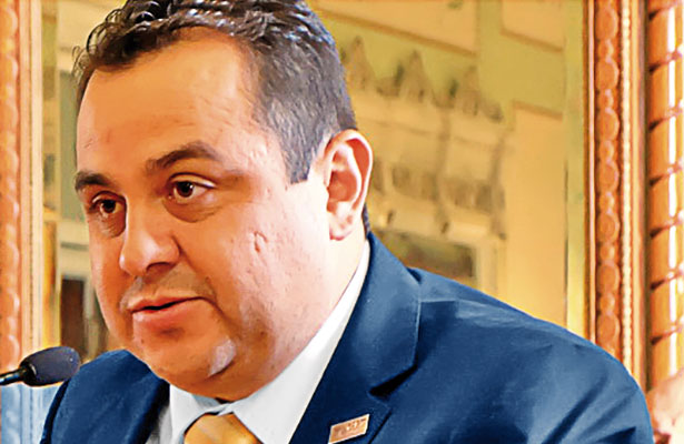 Analizan denunciar penalmente a rector de la UAZ