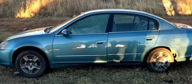 Localizan vehículo baleado en carretera a Calera