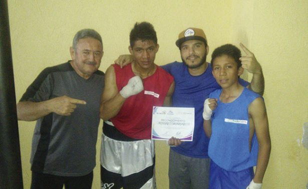 Boxeadores jalpenses triunfan en Calera