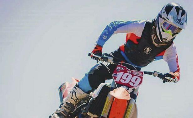 Sobre su moto, Jonathan Moreira es campeón