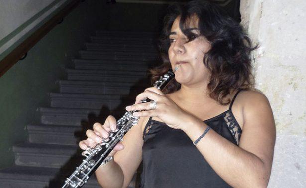 Emysant Galván difunde la música con oboe