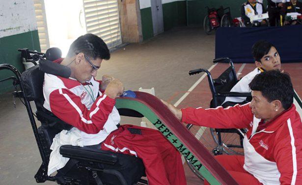 Atletas especiales en acción deportiva