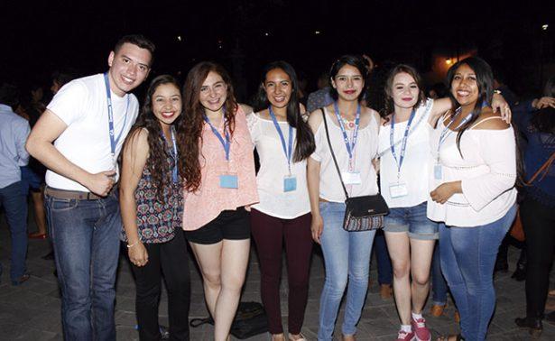 Con callejoneada festejan alumnos de la UAZ