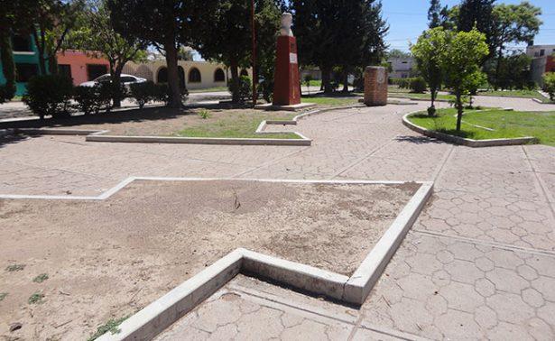 Olvidado el jardín Candelario Huízar en Jerez