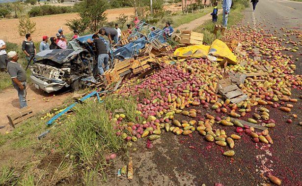 Falla mecánica provoca aparatoso accidente
