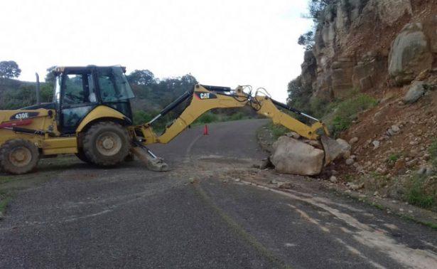 Reparan caminos en Ojocaliente, afectados por las lluvias