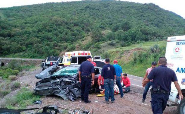 Mortal choque entre auto y tráiler en Moyahua
