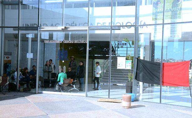 Investigadores toman Unidad Académica de Ciencias Biológicas
