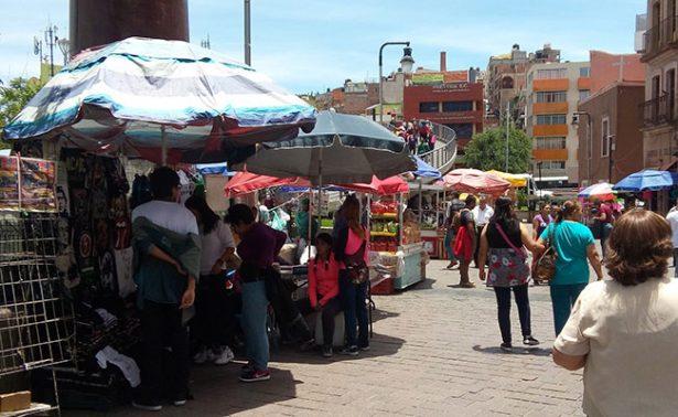 Invaden comerciantes la Plaza Bicentenario