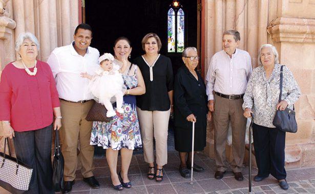 Arleth Alejandra recibió las aguas bautismales