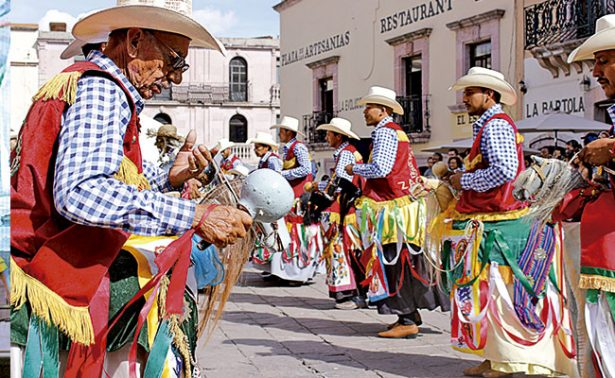 Danzantes fresnillenses muestran sus tradiciones