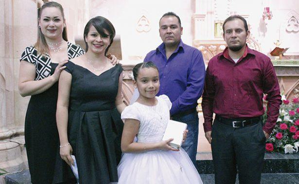 Abril Alejandra realizó su primera comunión
