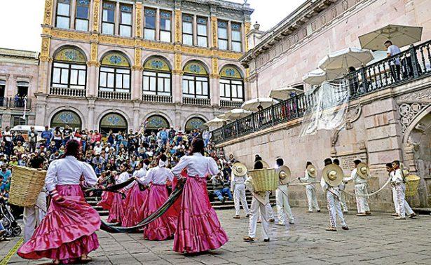 """""""Los pardos"""" transmiten el folclor de Zacatecas"""