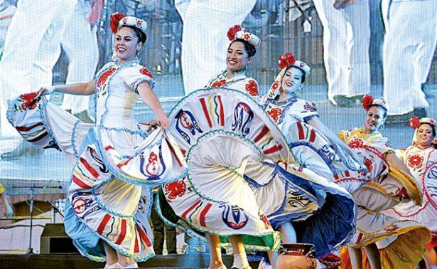 Chihuahua enamoró en el Festival del Folclor
