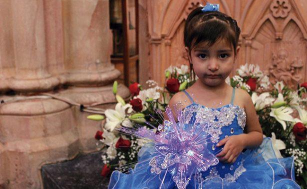 Presentaron al templo a la pequeña Alma Yuretzi