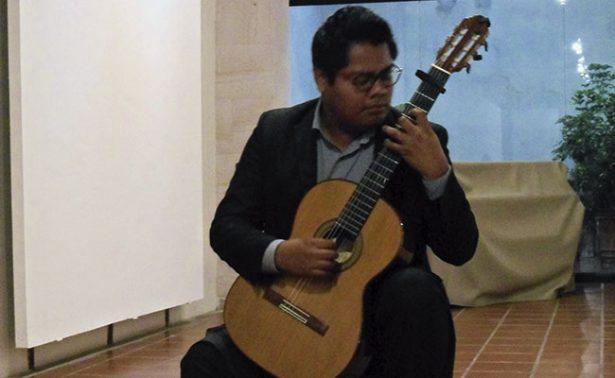 Carlos Vázquez ofreció un recital de guitarra