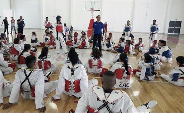 Óscar Salazar instruyó a taekwondoínes zacatecanos