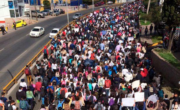 Marchan 10 mil universitarios; exigen seguridad