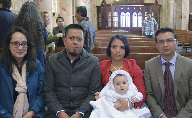 Emma Paulina recibió su primer sacramento