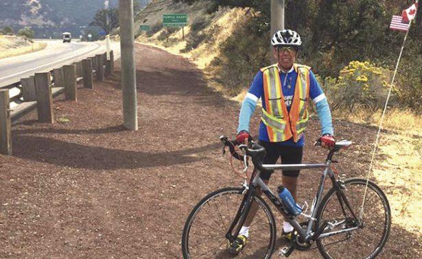 Llegó a California Nava Quiñonez sobre su bicicleta