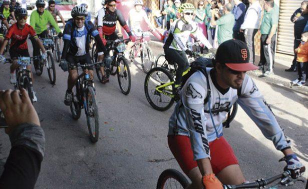 Ruedan con éxito ciclistas en Jalpa