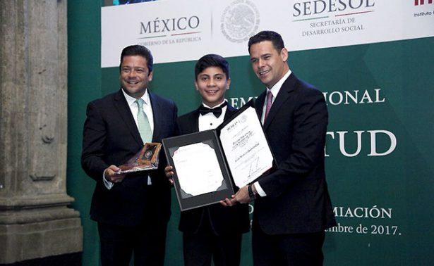 Niño pianista zacatecano recibe Premio Nacional de la Juventud 2017