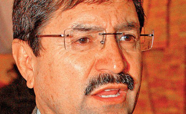 El rector no ha informado lo suficiente sobre la crisis, acusa Domínguez