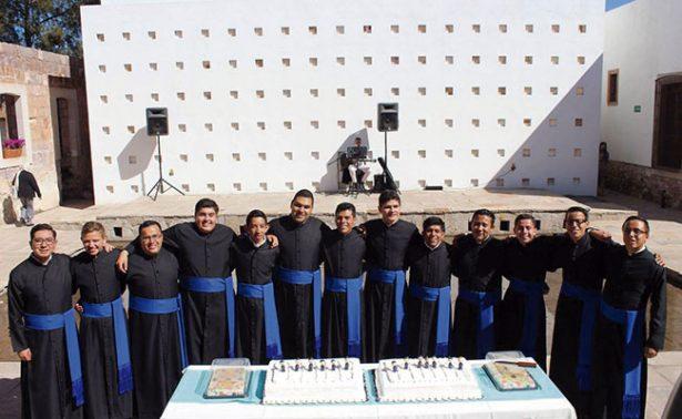 Seminaristas reciben el primer signo del sacerdocio