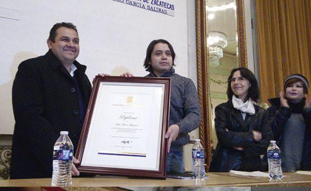Luis Flores Romero gana el premio de poesía Ramón López Velarde