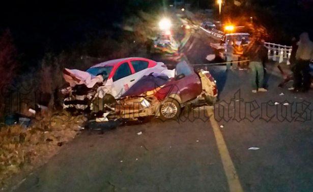 Choca taxi contra vehículo en Jalpa; hay tres muertos