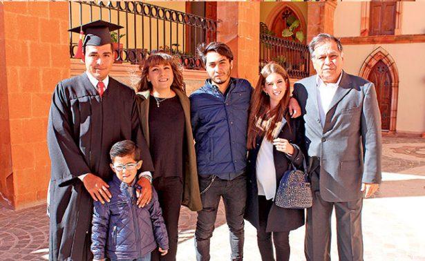 Graduados le dicen adiós a la vida universitaria