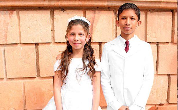Melissa y Juan recibieron su primera comunión