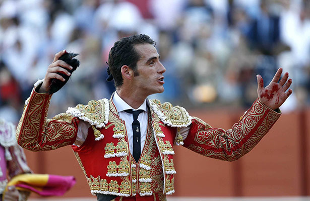 Pepe Moral alzó dos trofeos