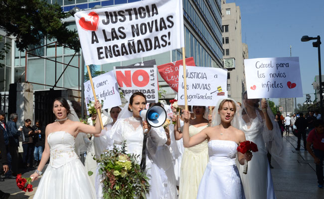Marcha en contra de los novios infieles