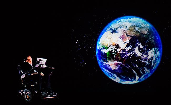 ¡Increíble! Holograma de Stephen Hawking imparte conferencia