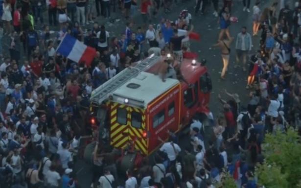 Euforia por el campeonato se sale de control: disturbios y gases lacrimógenos en París