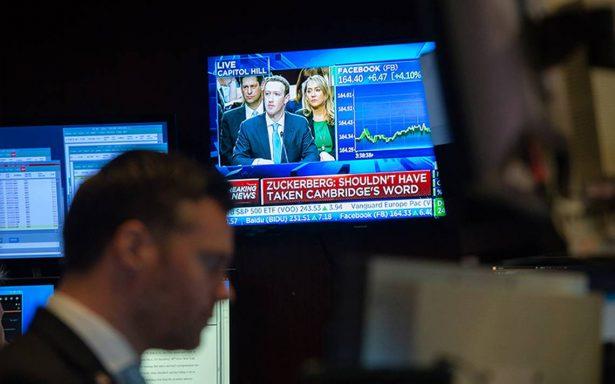 Acciones de Facebook suben mientras Zuckerberg comparece ante Congreso de EU