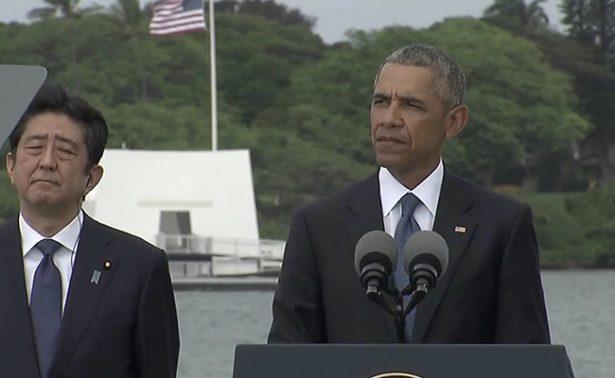 Obama y Shinzo Abe visitan Pearl Harbor para homenajear a víctimas