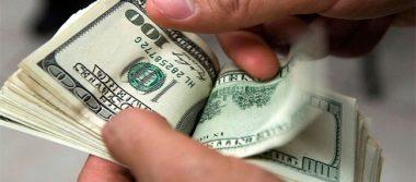 Promedian dólar en 17.62 pesos en terminal aérea de la capital metropolitana