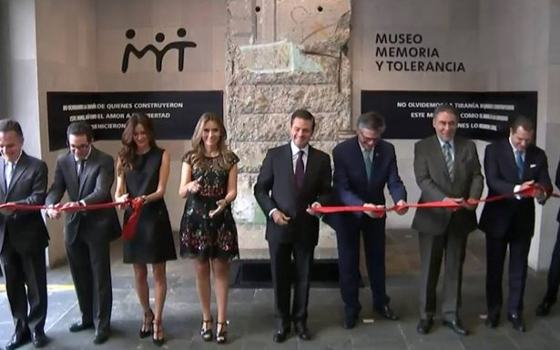 """Peña Nieto inaugura pieza """"Muro de Berlín"""" en el Museo Memoria y Tolerancia"""