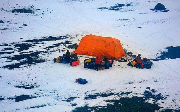 Rescatan a científicos varados en la Antártida