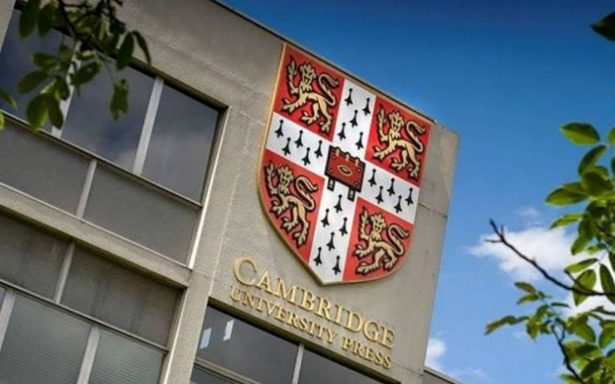 Universidad de Cambridge se defiende de acusaciones de Mark Zuckerberg